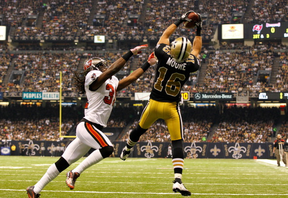 NEW ORLEANS, LA - NOVEMBER 06:  Lance Moore #16 of the New Orleans Saints pulls in this touchdown reception against E.J. Biggers #31 of the Tampa Bay Buccaneers at Mercedes-Benz Superdome on November 6, 2011 in New Orleans, Louisiana.  (Photo by Kevin C. Cox/Getty Images)