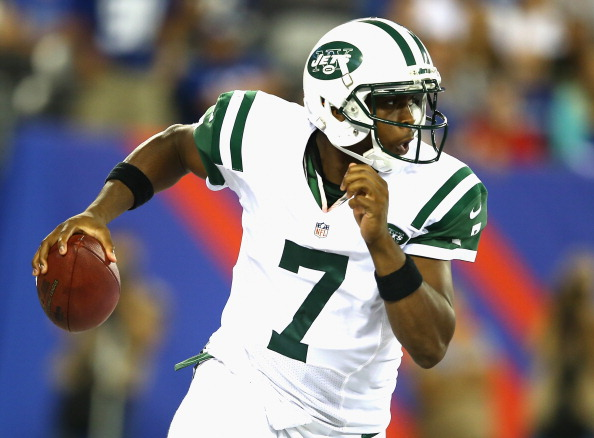 EAST RUTHERFORD, NJ - AUGUST 24:  Geno Smith #7 of the New York Jets passes against the New York Giants during their pre season game at MetLife Stadium on August 24, 2013 in East Rutherford, New Jersey.  (Photo by Al Bello/Getty Images)