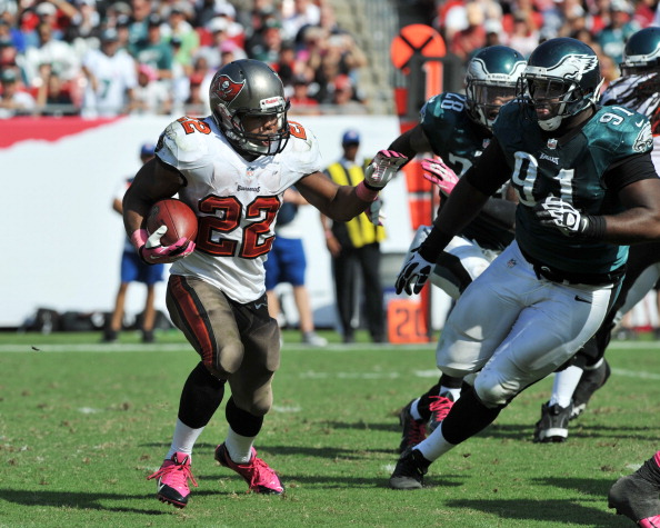 TAMPA, FL - OCTOBER 13: Running back Doug Martin #22 of the Tampa Bay Buccaneers rushes upfield against the Philadelphia Eagles October 13, 2013 at Raymond James Stadium in Tampa, Florida. (Photo by Al Messerschmidt/Getty Images)