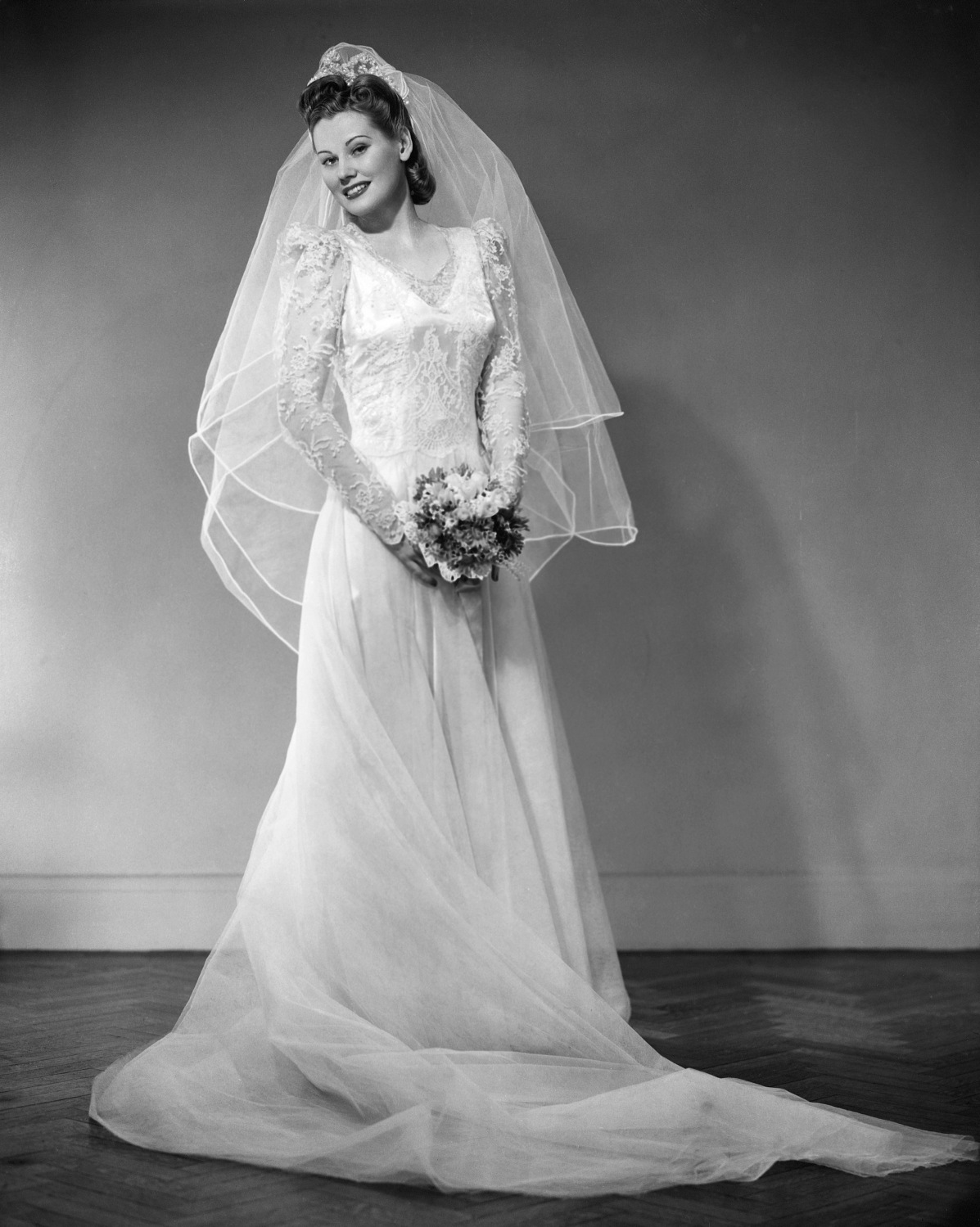 Best Wedding Stores In Tampa Bay For The Vintage Shopper – CBS Tampa