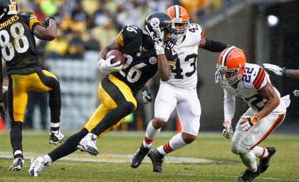 PITTSBURGH, PA - DECEMBER 29:  Le'Veon Bell #26 of the Pittsburgh Steelers rushes against the Cleveland Browns during the game on December 29, 2013 at Heinz Field in Pittsburgh, Pennsylvania.  (Photo by Justin K. Aller/Getty Images)
