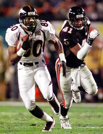 MIAMI, :  Denver Broncos wide receiver Rod Smith (L) scores on an 80-yard touchdown pass play in front of Atlanta Falcons defender Eugene Robinson in first half action against the Atlanta Falcons during the Super Bowl XXXIII 31 January at Pro Player Stadium in Miami, FL.  (Photo: TONY RANZE/AFP/Getty Images)
